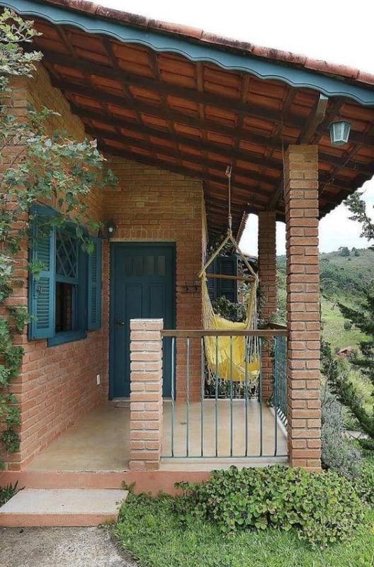 casa com varanda e grade