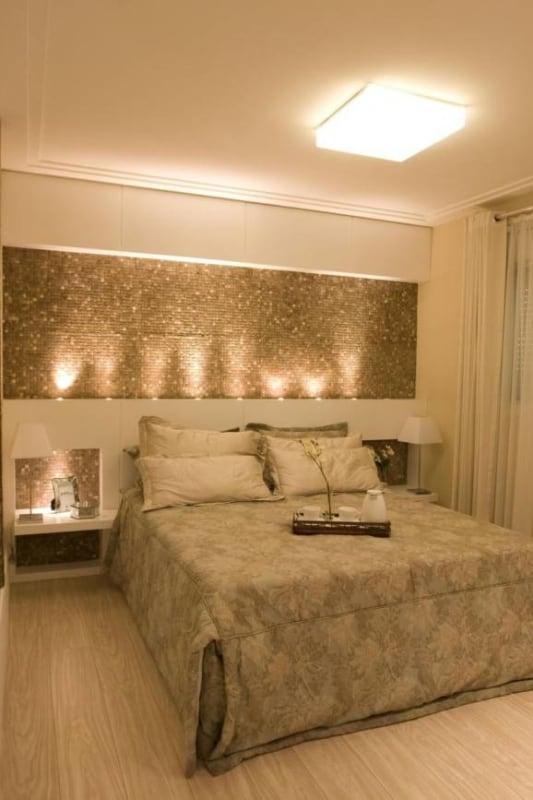 quarto branco e dourado