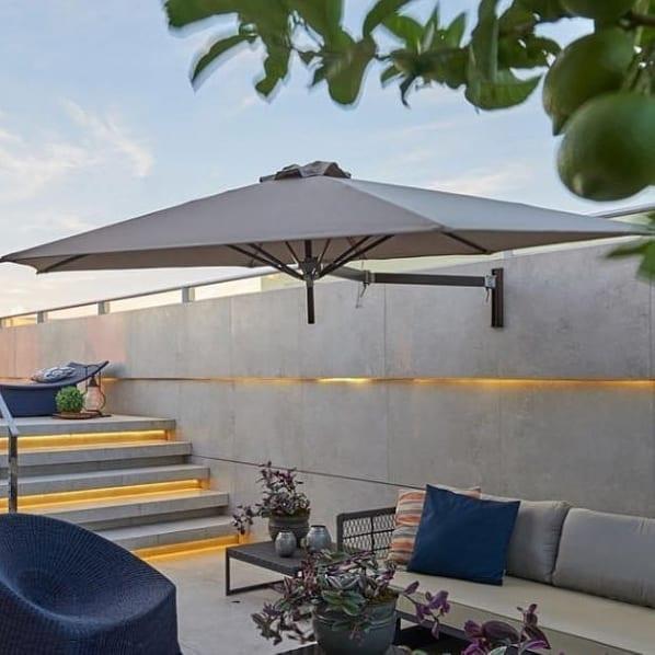 quintal moderno decorado com sofá