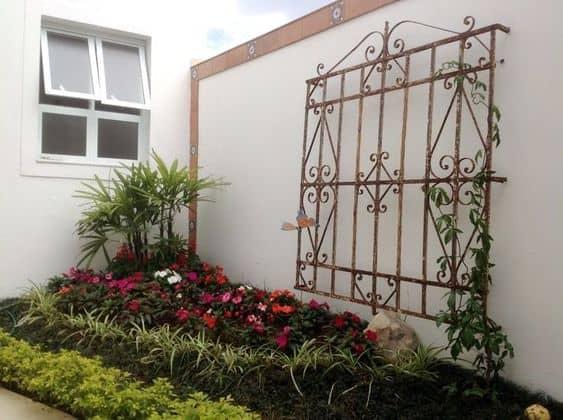 jardim decorado com grade