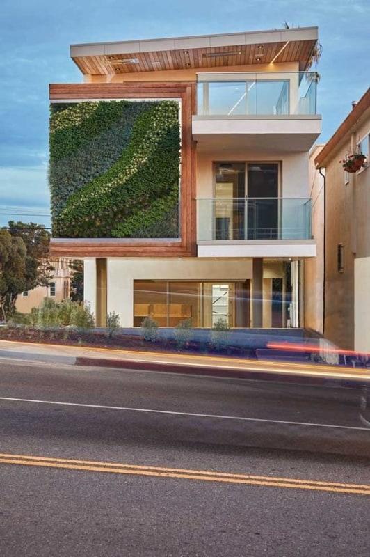 casa moderna com jardim vertical