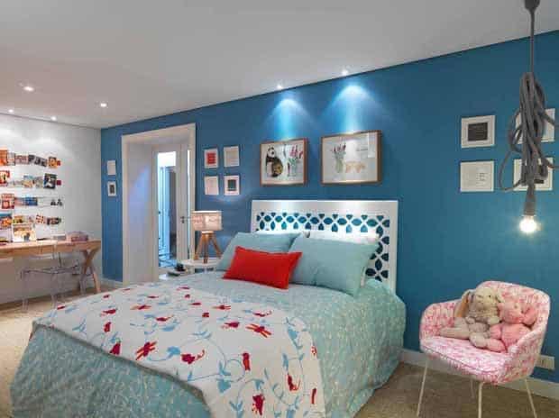 quarto de menina com parede azul