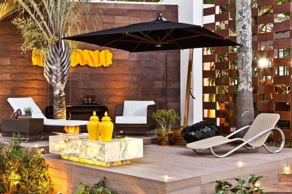 quintal com decoração luxuosa