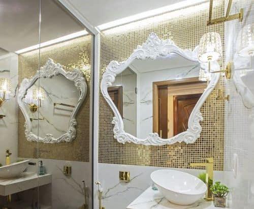 lavabo com pastilhas douradas