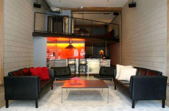 sala masculina com sofá preto