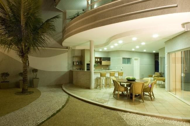 varanda com piso de cerâmica