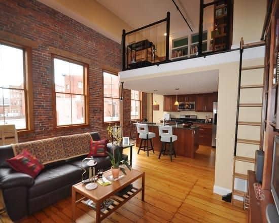 loft com piso de madeira