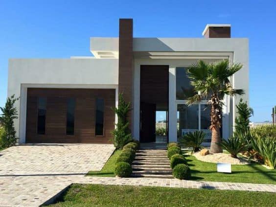 casa moderna com gramado na frente