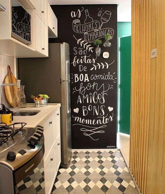 cozinha com parede lousa