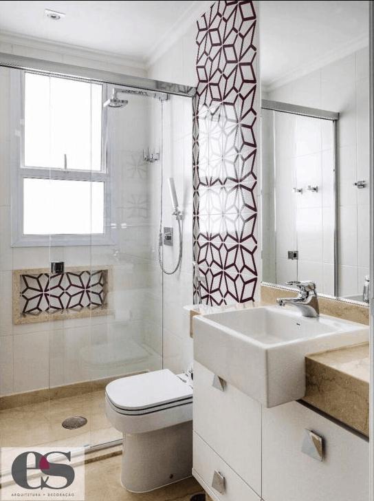 Azulejo estampado em banheiro