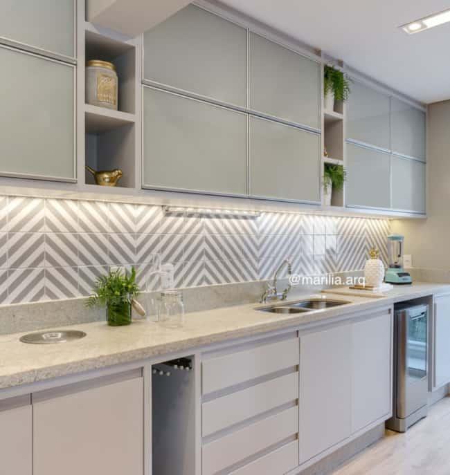 Azulejo geométrico cinza para parede de cozinha