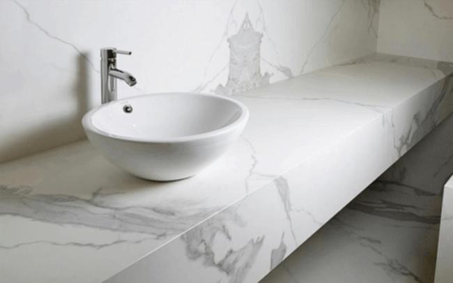 Bancada super elegante de porcelanato marmorizado