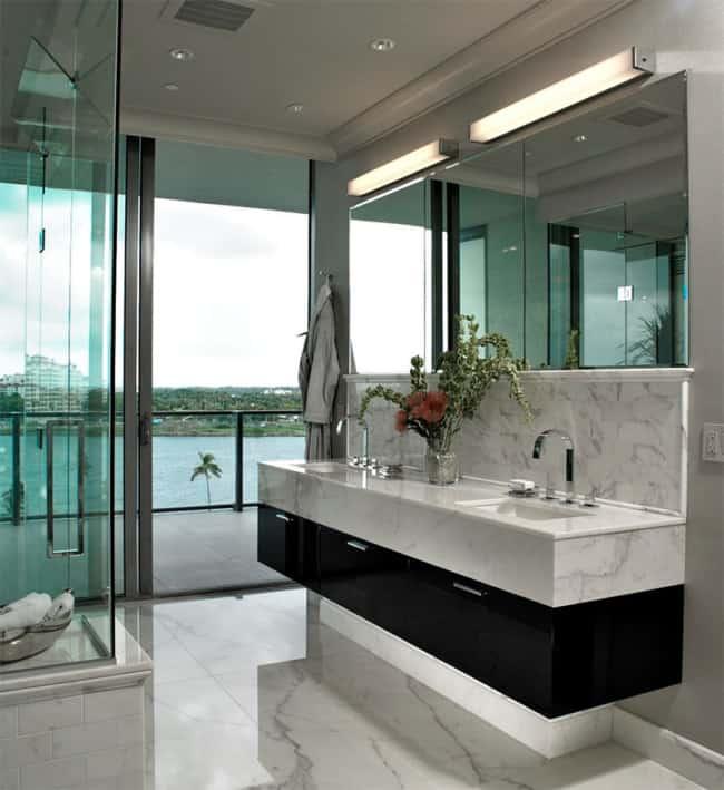 Banheiro moderno com pia de mármore