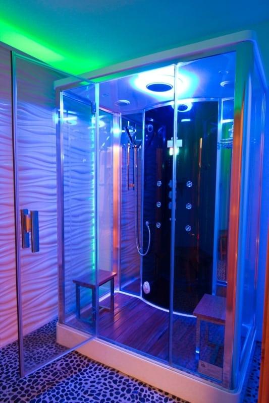 Cabine de banho iluminada moderna