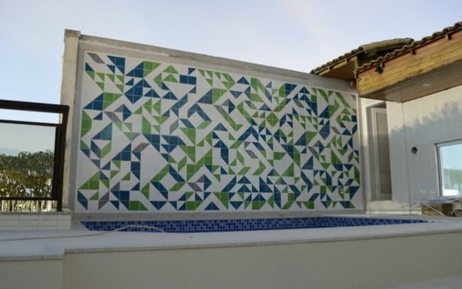 Cerâmica na área da piscina