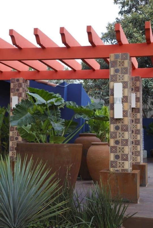 Colunas externas com cerâmic