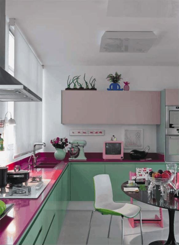 Cozinha com estilo vintage verde e rosa