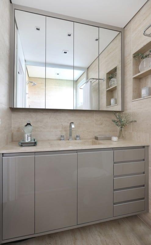Decoração de banheiro com bancada de porcelanato
