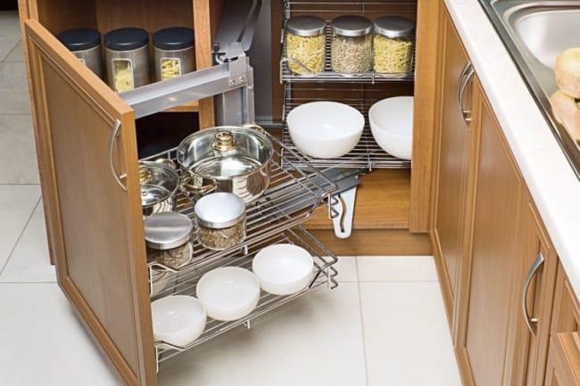 Despensa de madeira na cozinha