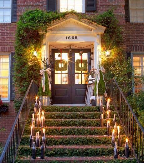 Entrada de casa com escada verde