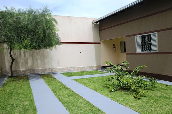 Entrada de casa com garagem simples