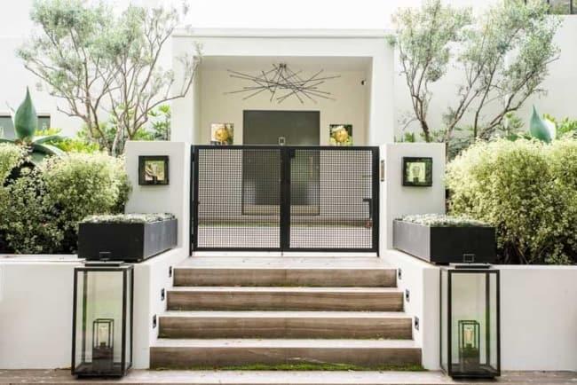 Entrada minimalista para casa moderna