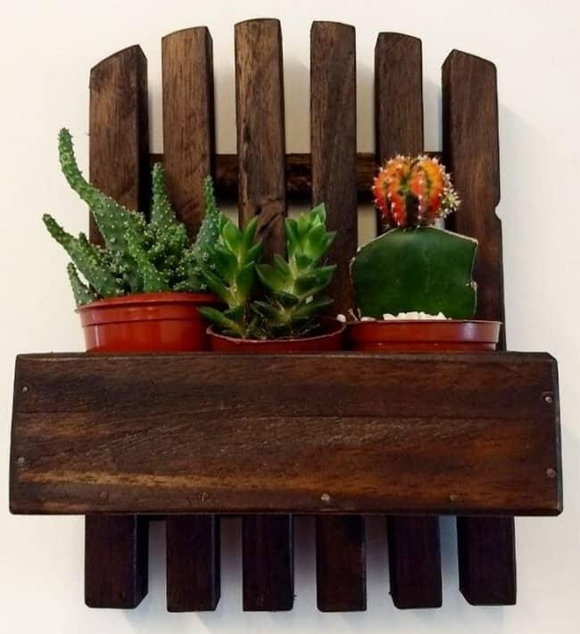 Floreira de madeira maciça pequena