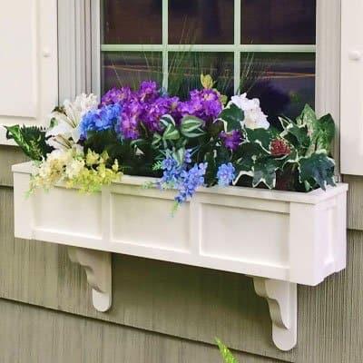 Floreira de madeira pintada de branco