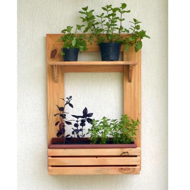 Floreira de madeira simples
