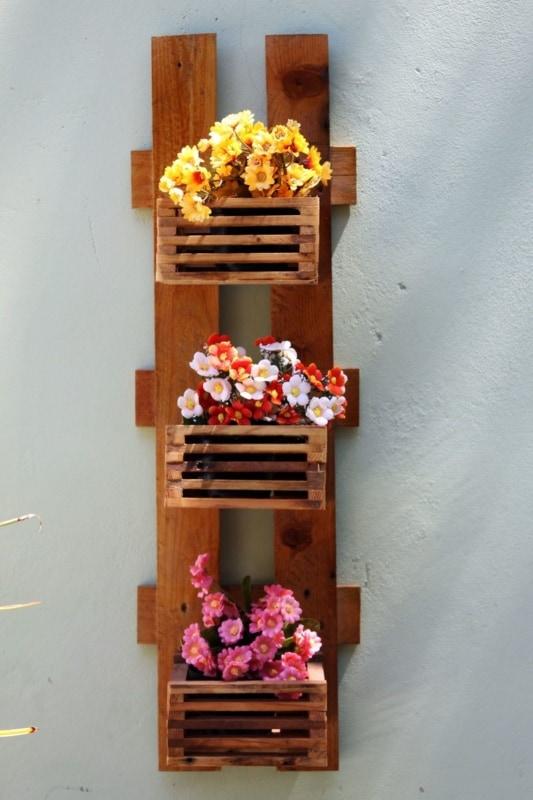 Floreira simples de madeira