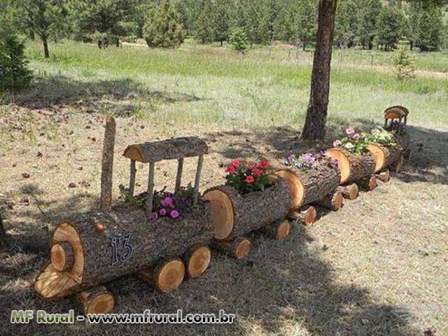 Floreiras feitas de troncos de árvores