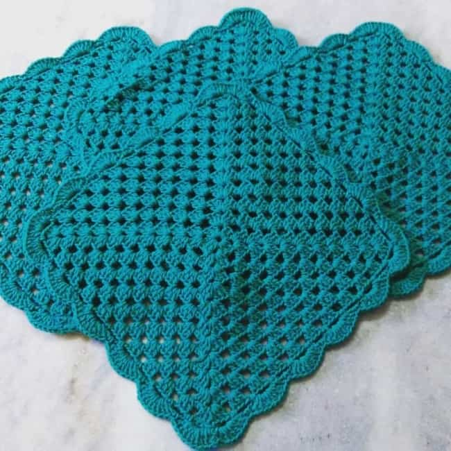 Guardanapo azul de crochê