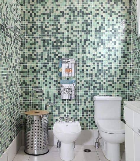 Lavabo decorado com pastilhas verdes