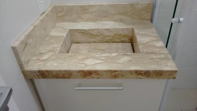 Lavatório de mármore com cuba quadrada