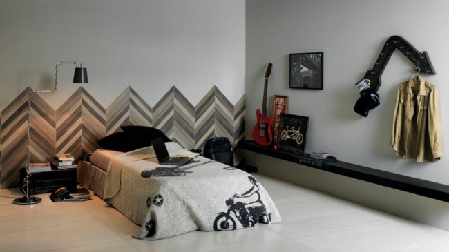 Parede decorada com cerâmica no quarto