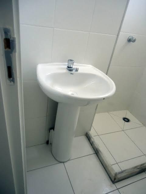 Pia de banheiro simples