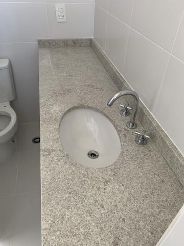 Pia de granito para banheiro grande