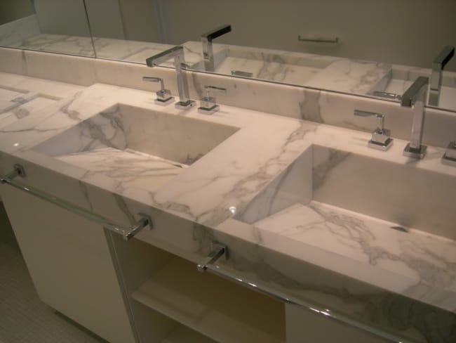 Pia de mármore branco grande