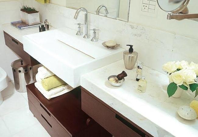 Pia grande e moderna para banheiro