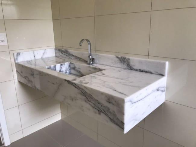 Pia simples de mármore branco para banheiro
