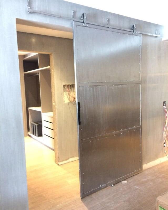 Porta de ferro de correr para decoração industrial