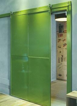 Porta de ferro de correr verde