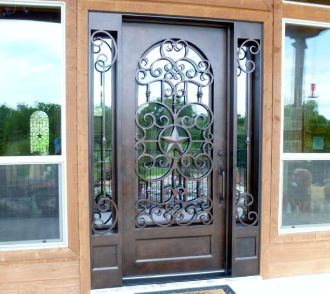 Porta de ferro decorada para sala