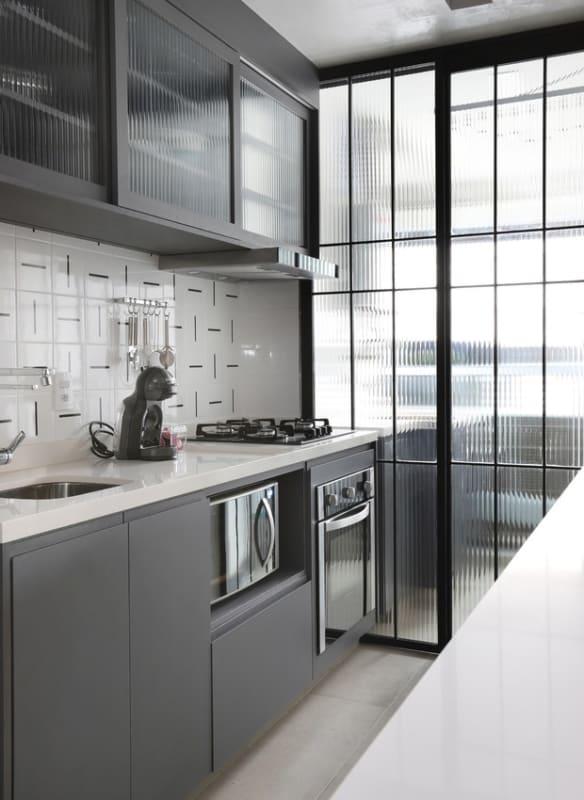 Porta de ferro e vidro para cozinha