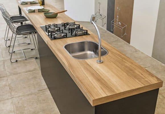 Tampo de porcelanato que imita madeira para cozinha