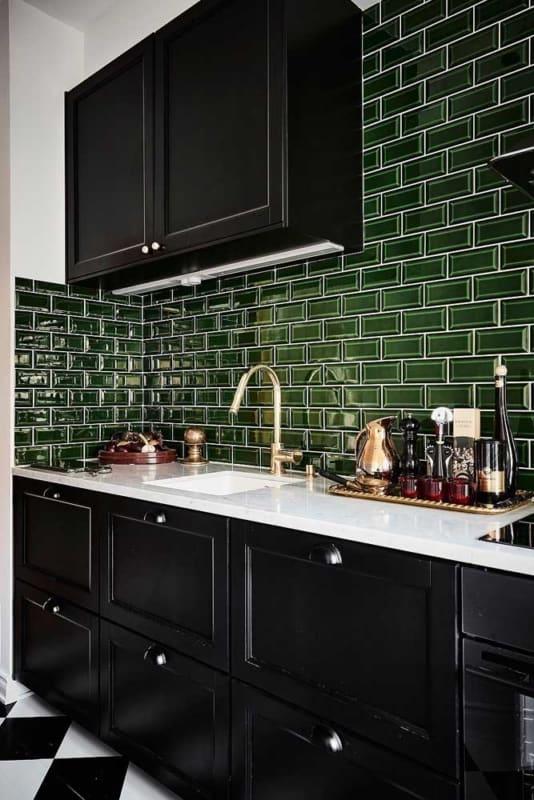 azulejo verde musgo na cozinha