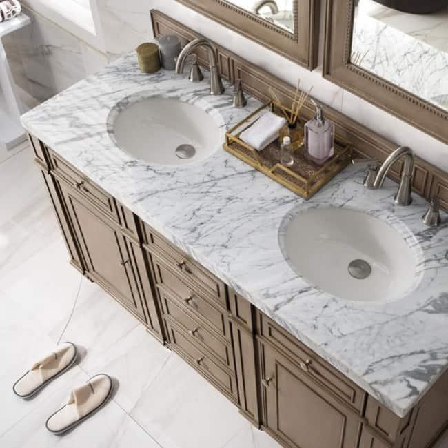 banheiro clássico branco