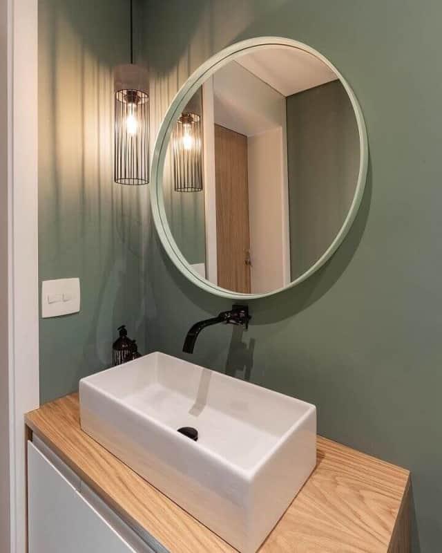 banheiro simples verde musgo