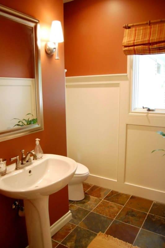cor terracota no banheiro pequeno