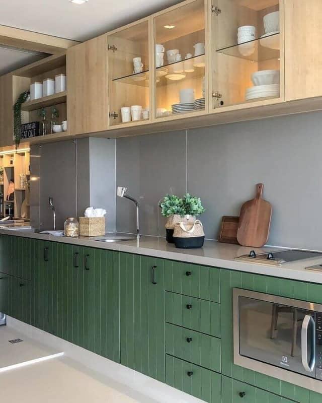 cozinha decorada com verde musgo